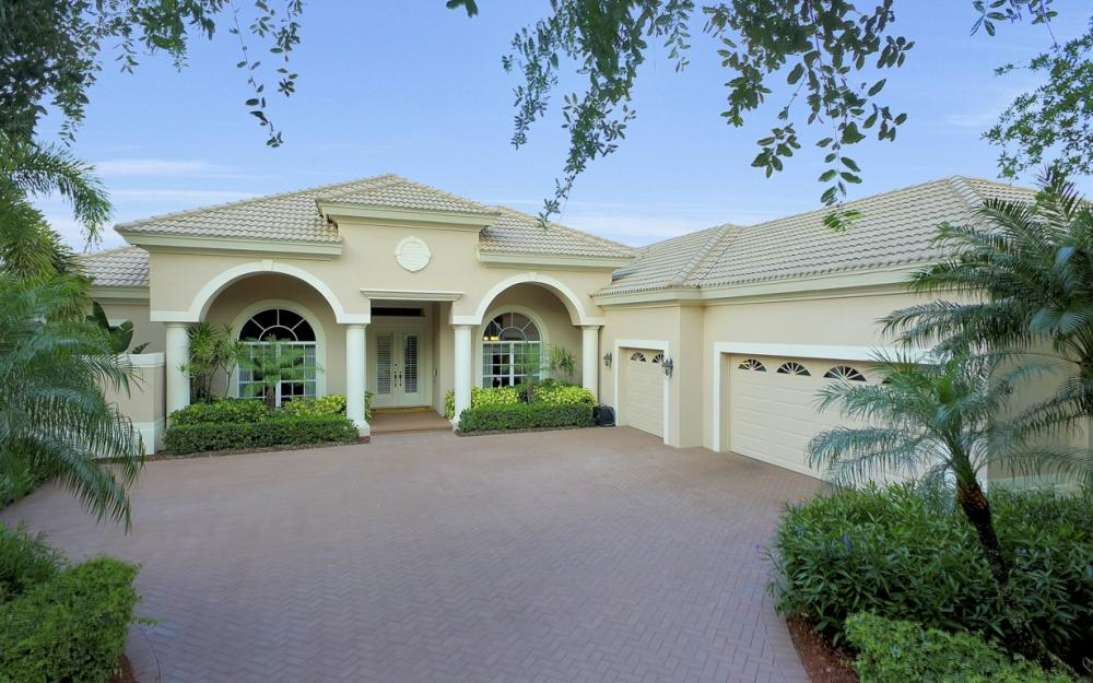 980 Glen Lake Cir, Naples - Home For Sale 891181810