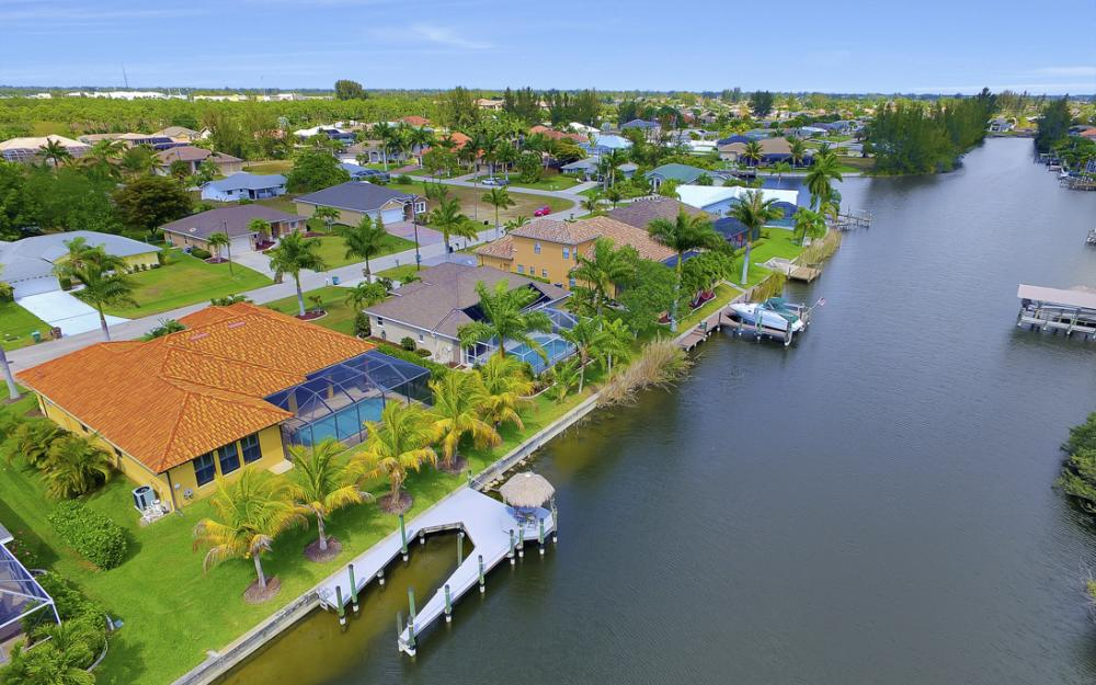2400 SW 39th Terrace, Cape Coral - Home For Sale 717815297