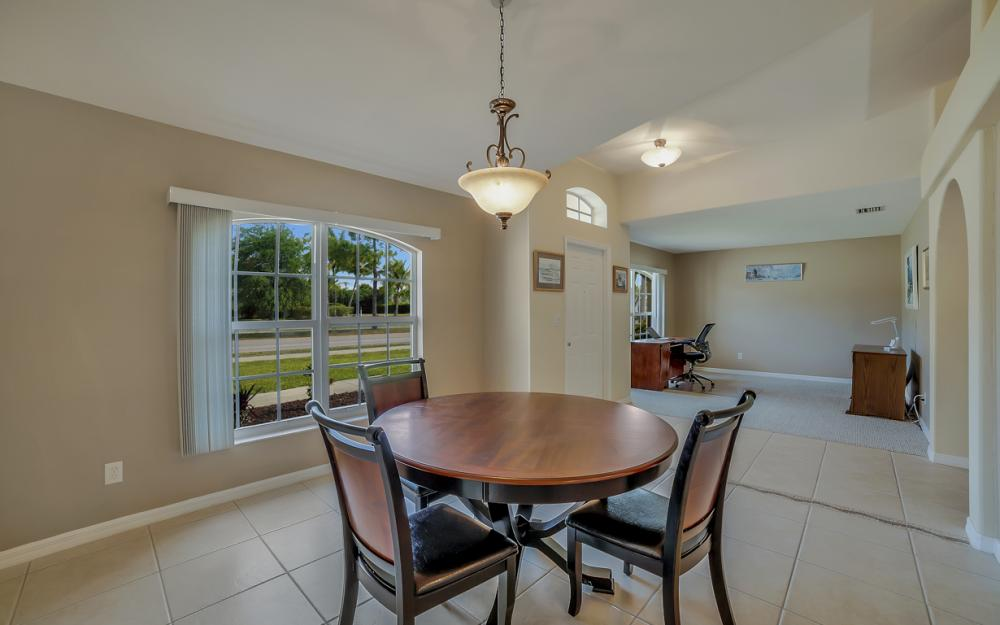 620 Mohawk Pkwy, Cape Coral - Home For Sale 611329287