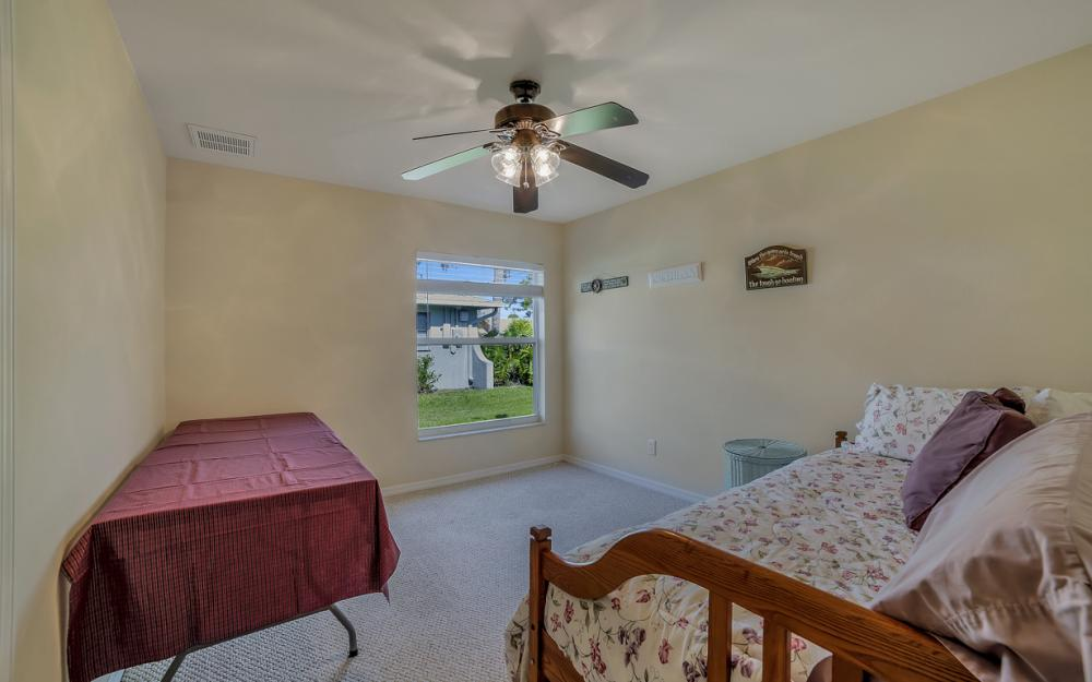 620 Mohawk Pkwy, Cape Coral - Home For Sale 584395356