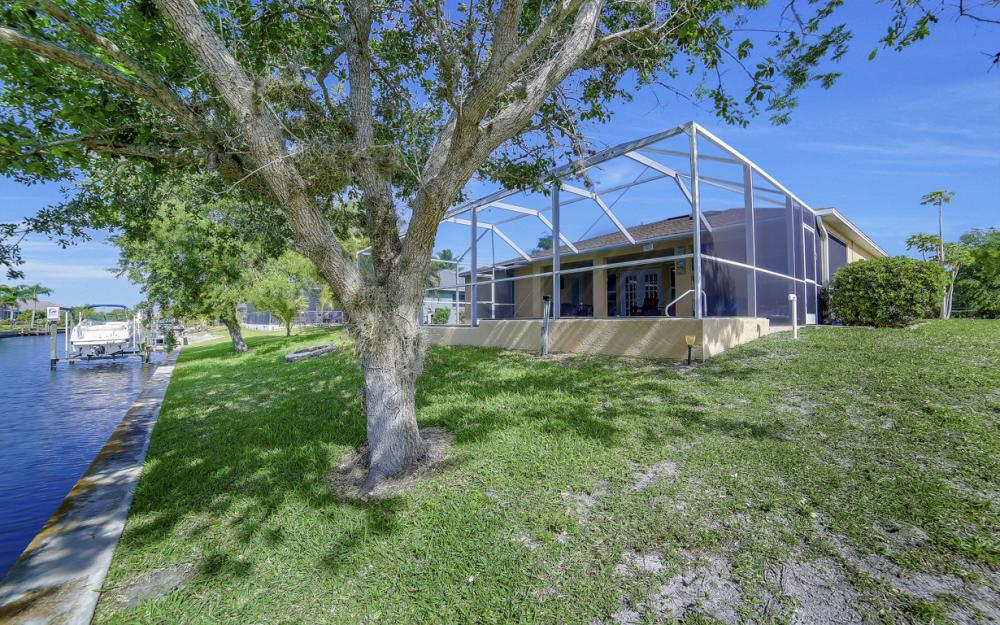 620 Mohawk Pkwy, Cape Coral - Home For Sale 154600299