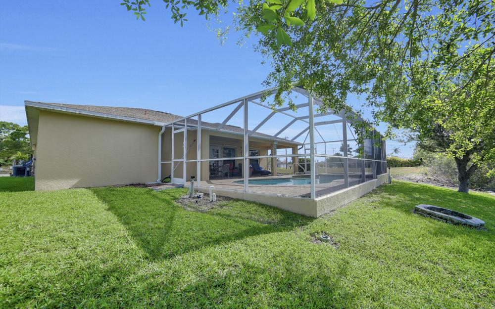 620 Mohawk Pkwy, Cape Coral - Home For Sale 938505403
