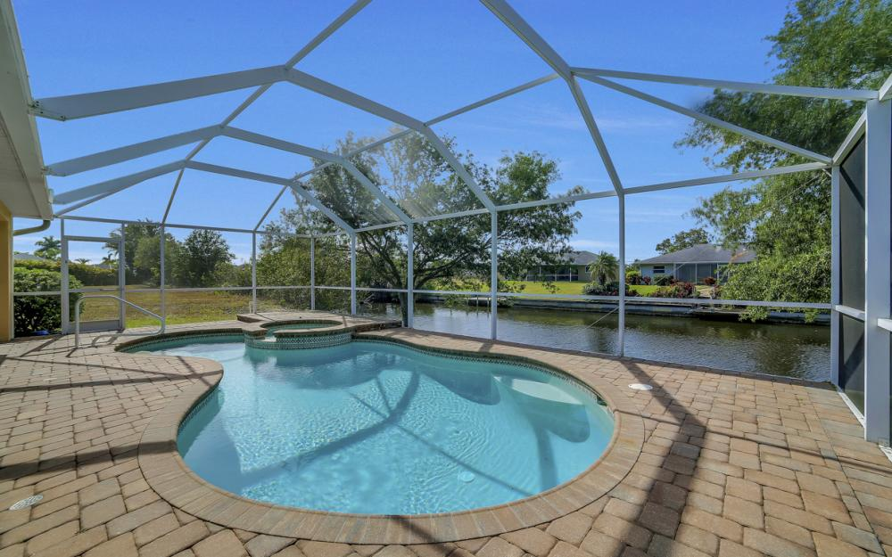 620 Mohawk Pkwy, Cape Coral - Home For Sale 2140692800