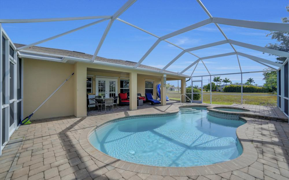 620 Mohawk Pkwy, Cape Coral - Home For Sale 2036624323