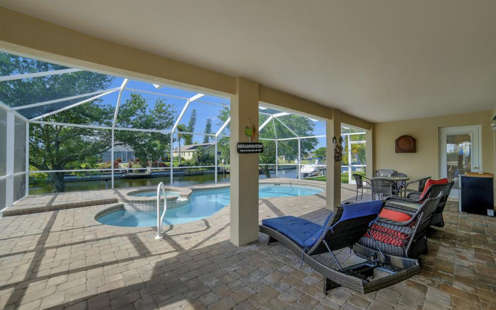 620 Mohawk Pkwy, Cape Coral - Home For Sale 580890595