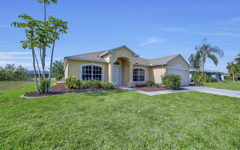 620 Mohawk Pkwy, Cape Coral - Home For Sale 1885618805