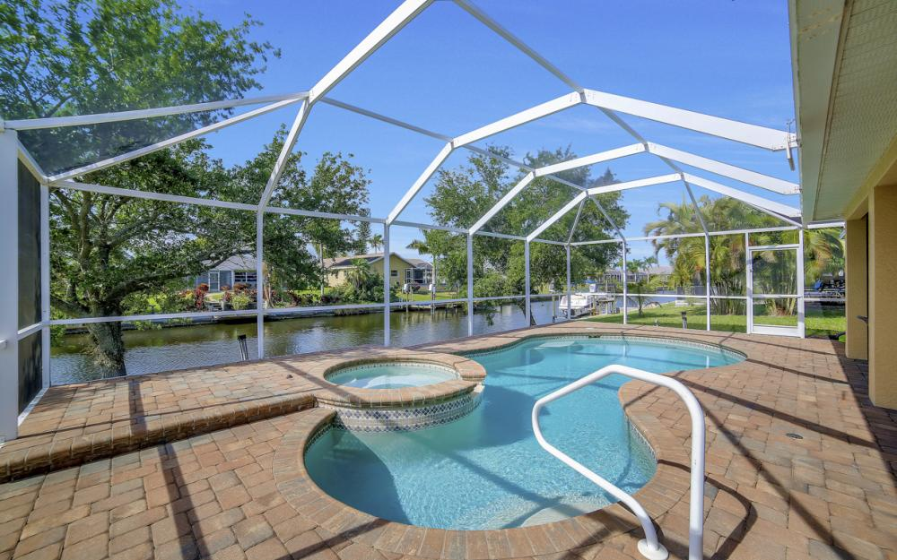 620 Mohawk Pkwy, Cape Coral - Home For Sale 335798402