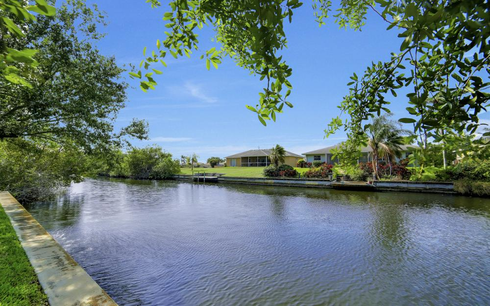 620 Mohawk Pkwy, Cape Coral - Home For Sale 939498808