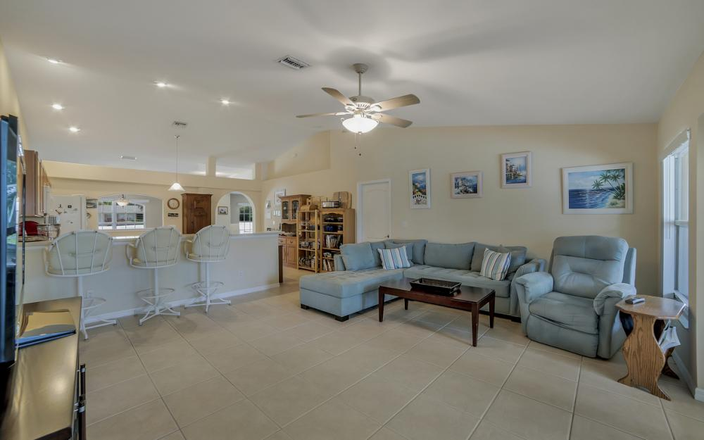 620 Mohawk Pkwy, Cape Coral - Home For Sale 847875653
