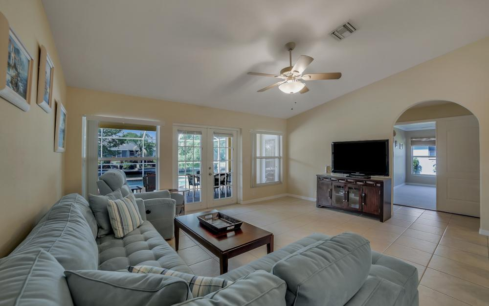 620 Mohawk Pkwy, Cape Coral - Home For Sale 987536682