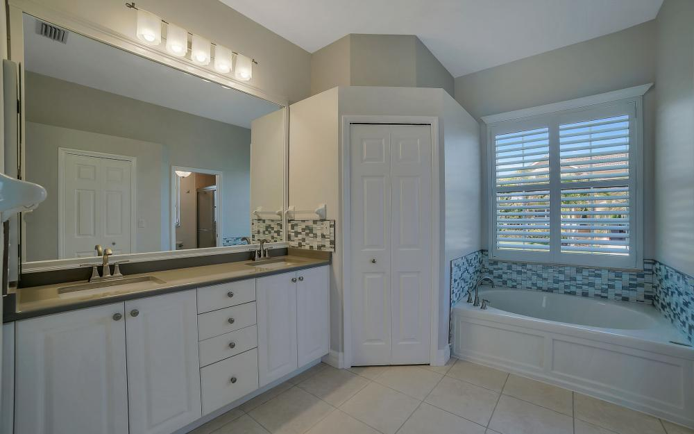 8324 Southwind Bay Cir, Fort Myers - Home For Sale 993708199