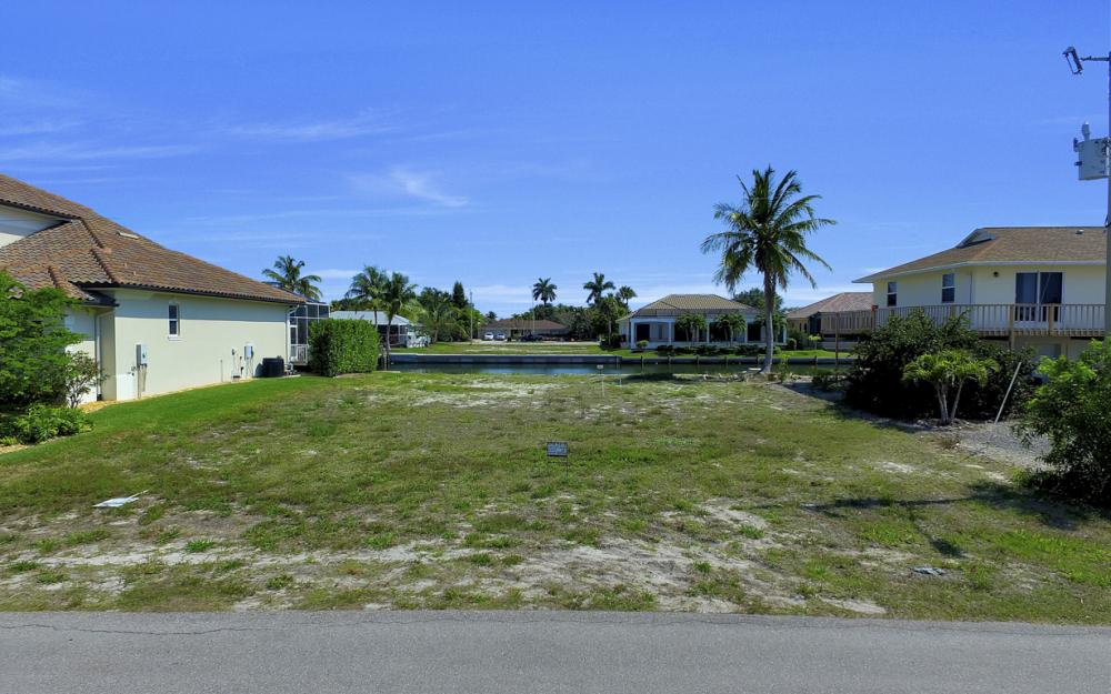 1053 Cottonwood Ct, Marco Island - Lot For Sale 2105879322