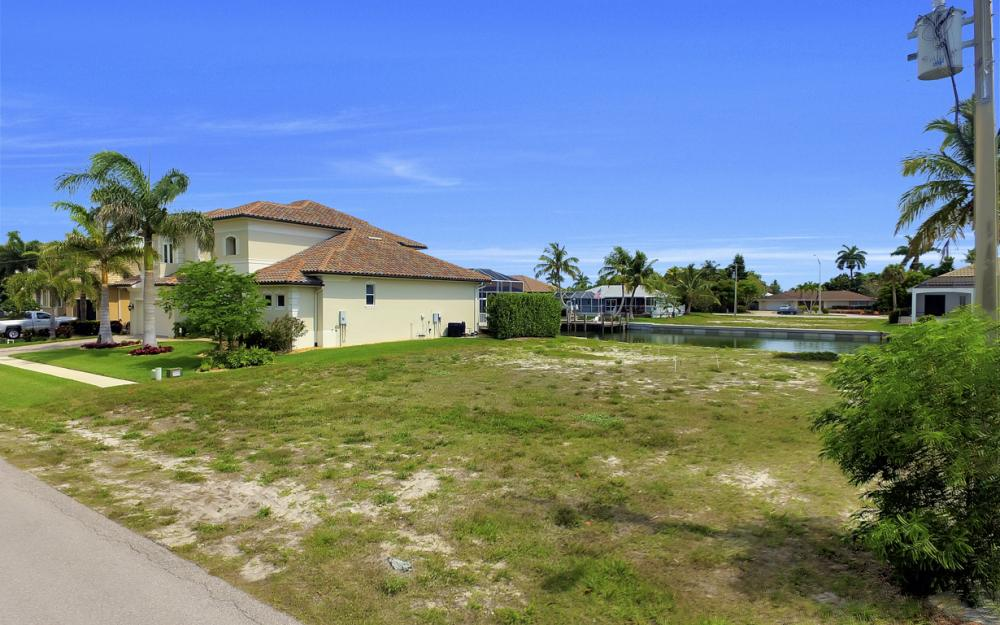1053 Cottonwood Ct, Marco Island - Lot For Sale 831023543