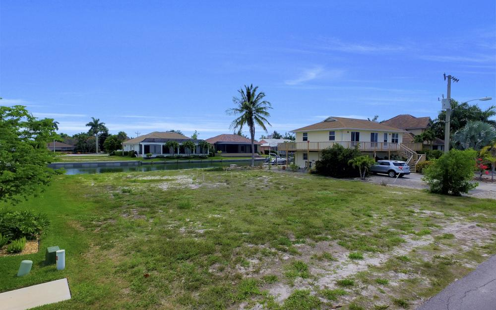 1053 Cottonwood Ct, Marco Island - Lot For Sale 236901537