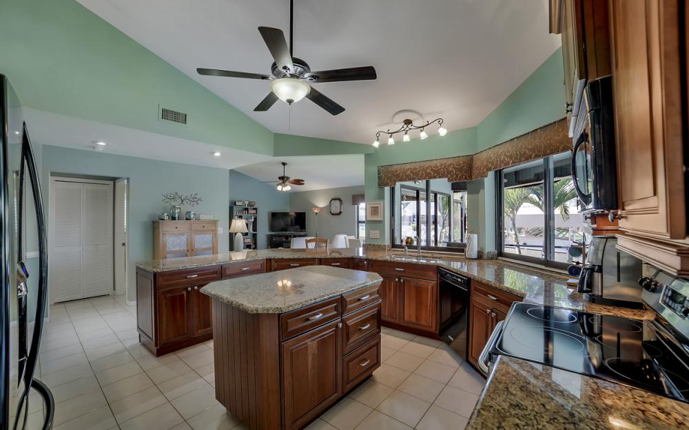 1421 El Dorado Pkwy W, Cape Coral - House For Sale 1050396923