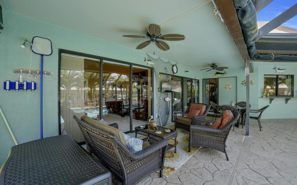 1421 El Dorado Pkwy W, Cape Coral - House For Sale 70902237