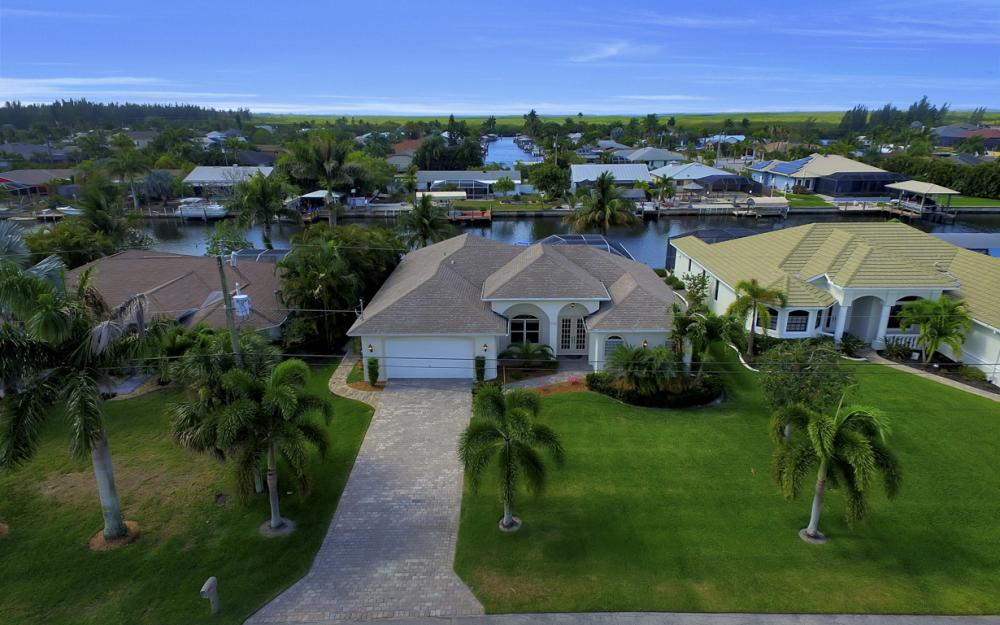 3724 SW 5th St, Cape Coral - Home For Sale 2143611654