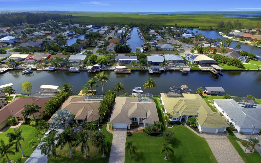 3724 SW 5th St, Cape Coral - Home For Sale 770836327