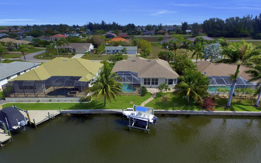 3724 SW 5th St, Cape Coral - Home For Sale 2125135457