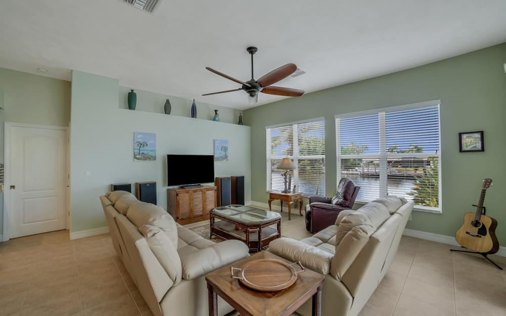 3724 SW 5th St, Cape Coral - Home For Sale 1134569510
