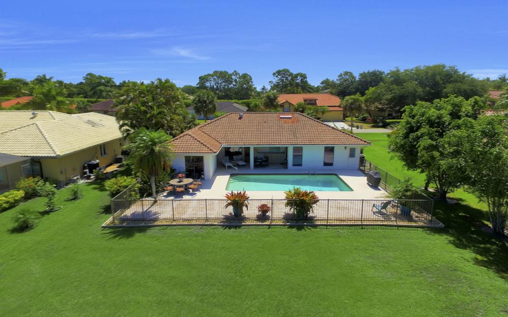 27141 Edenbridge Ct, Bonita Springs - Home For Sale 2032814787