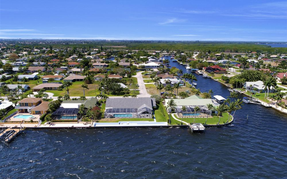 2340 SE 28th St, Cape Coral - Home For sale 2075225536