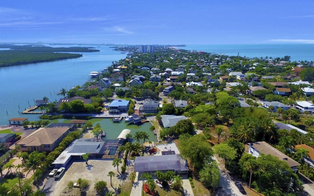 410 Connecticut St, Fort Myers Beach - Home For Sale 609917309