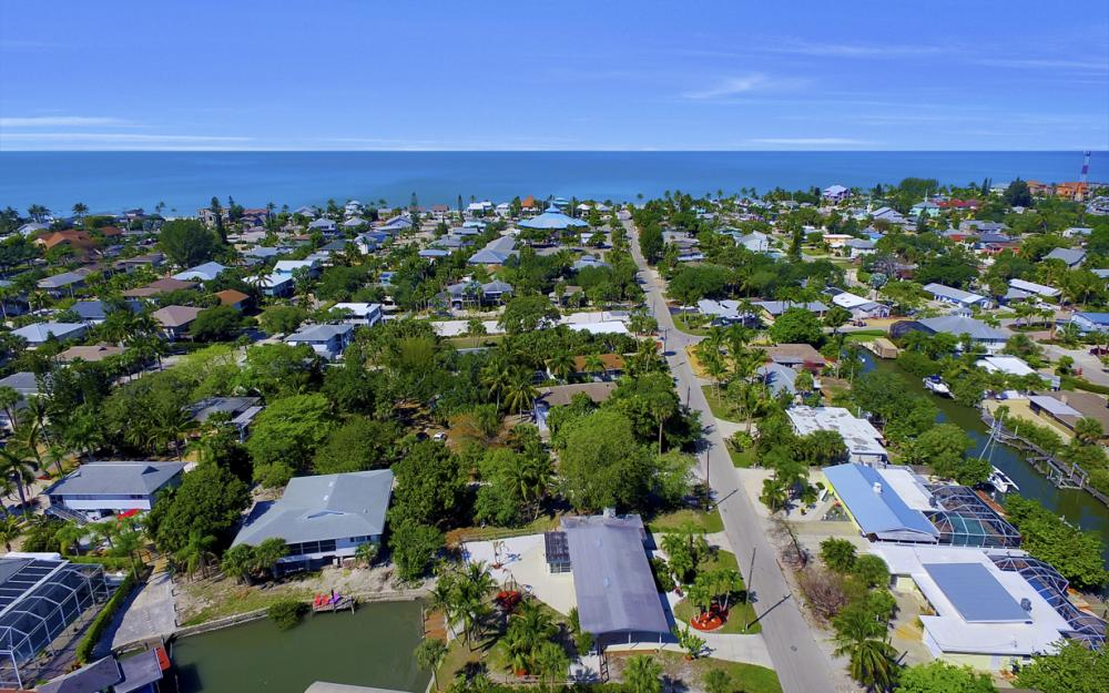 410 Connecticut St, Fort Myers Beach - Home For Sale 335125631