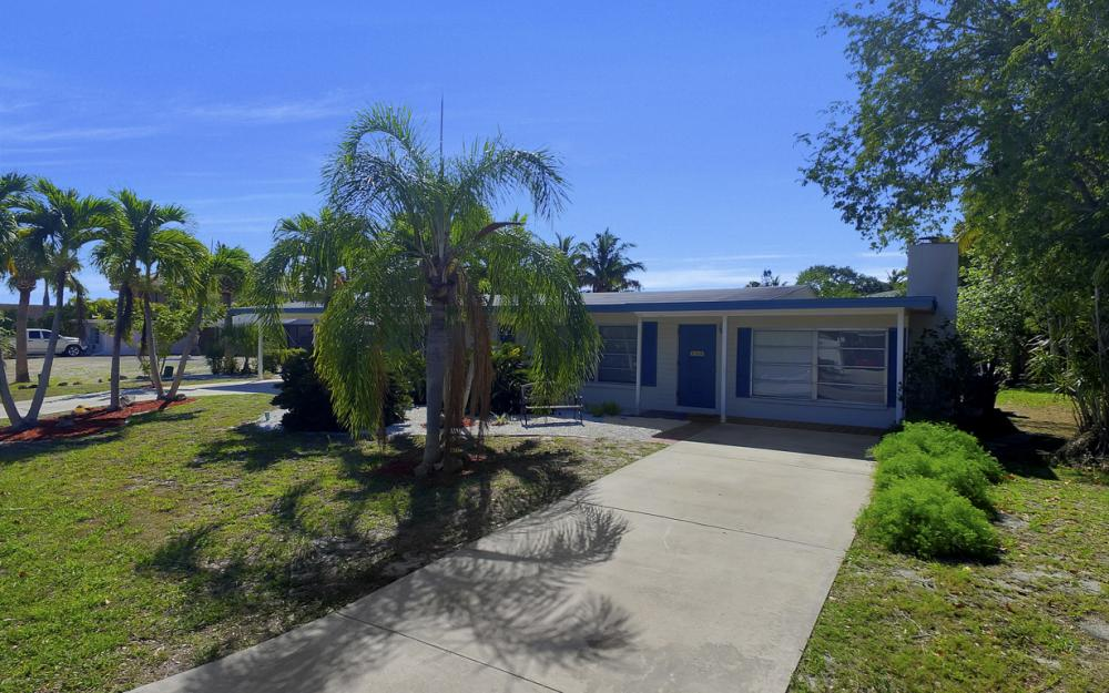 410 Connecticut St, Fort Myers Beach - Home For Sale 98340364