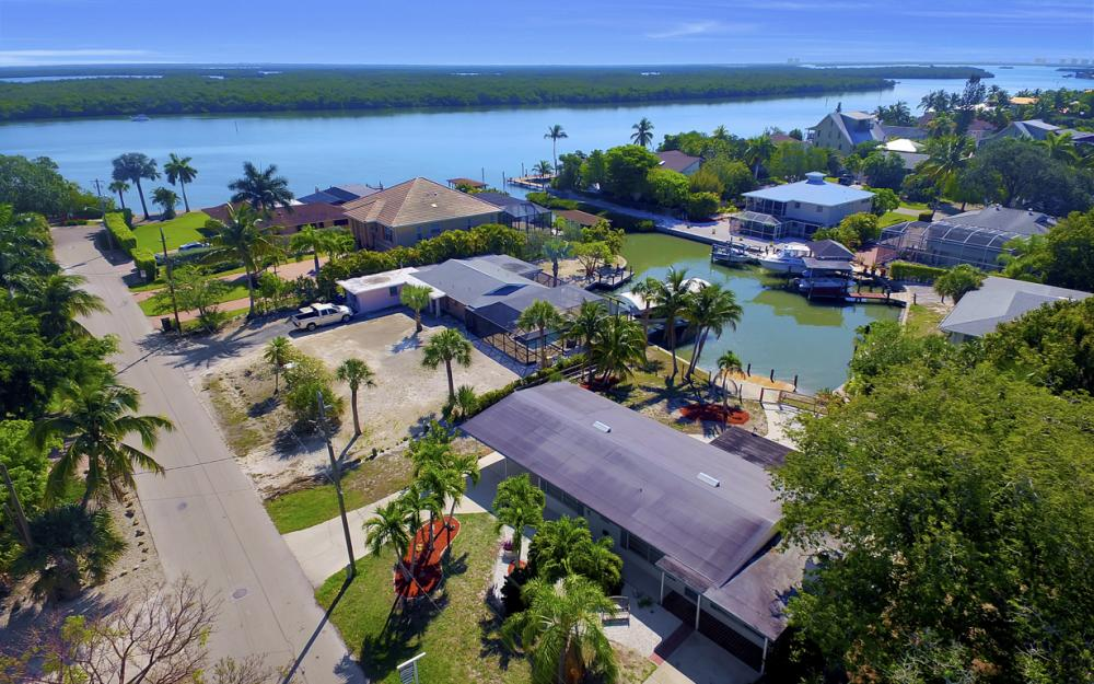 410 Connecticut St, Fort Myers Beach - Home For Sale 541806753