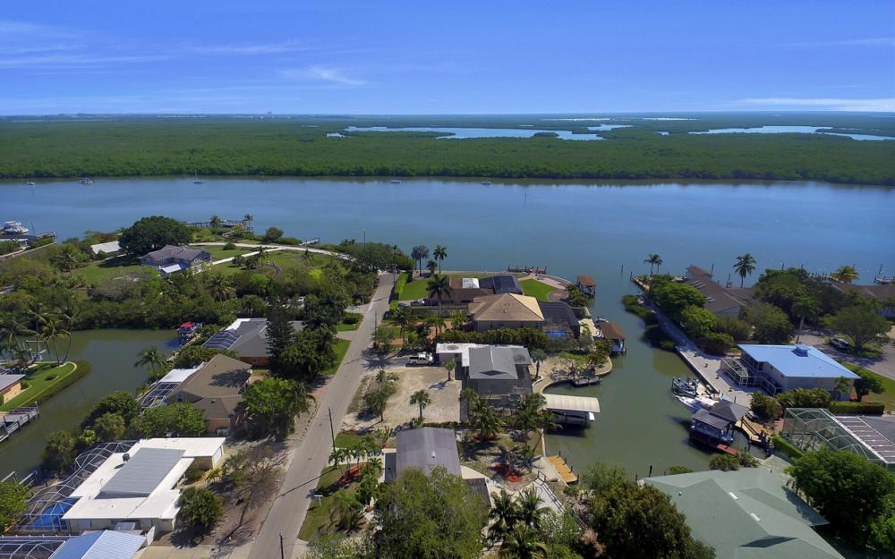 410 Connecticut St, Fort Myers Beach - Home For Sale 124605585