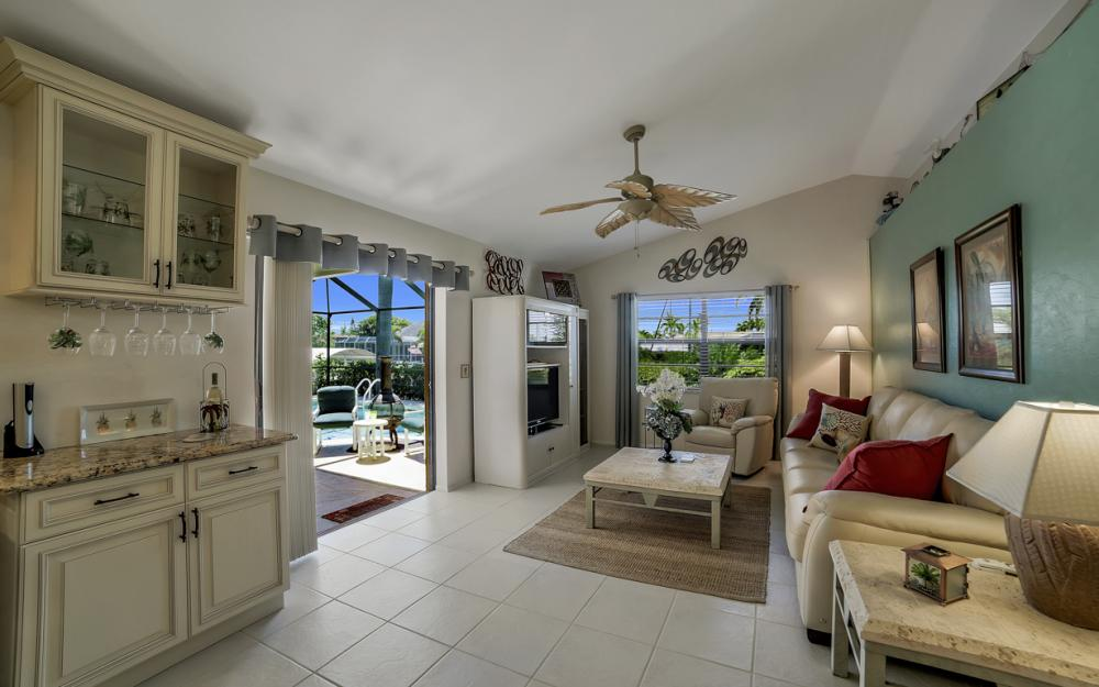 1916 SE 9th Terr, Cape Coral - Vacation Rental 783531763