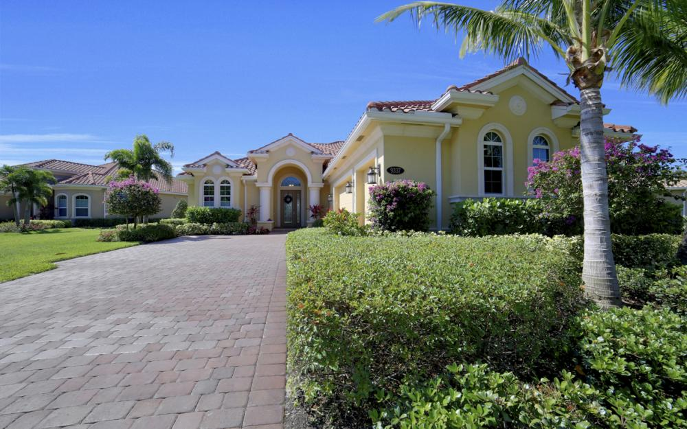9337 Campanile Cir, Naples - Home For Sale 942645229