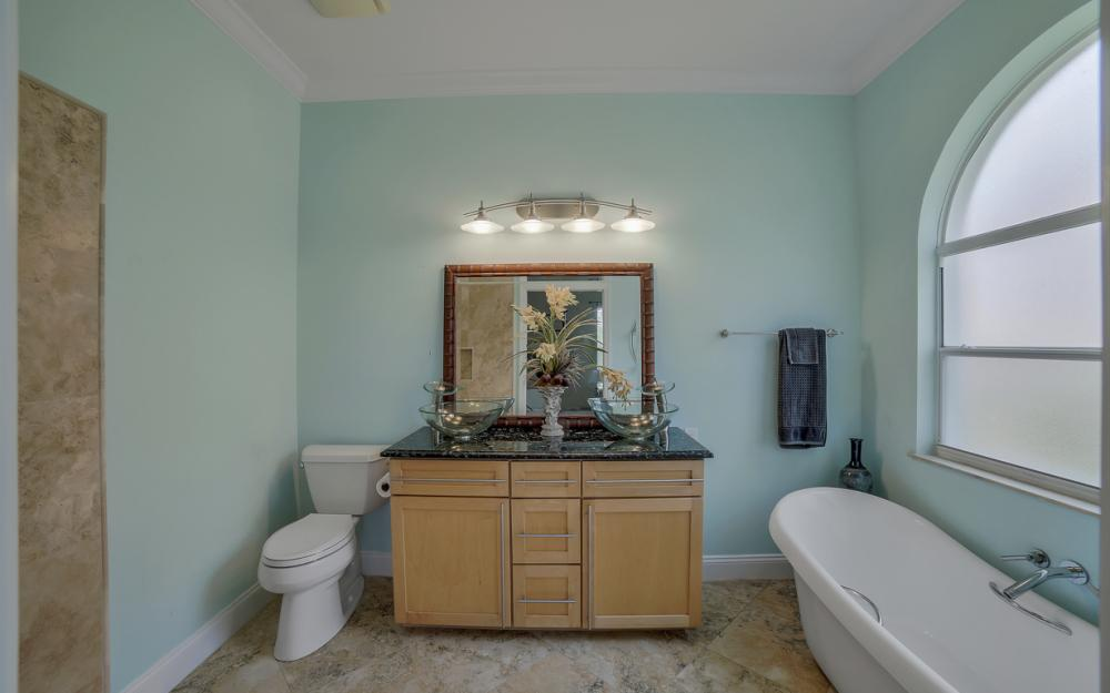 9241 Old Hickory Cir, Fort Myers - Home For Sale 613614703
