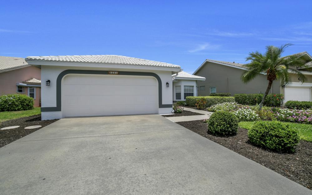 9241 Old Hickory Cir, Fort Myers - Home For Sale 1600140039