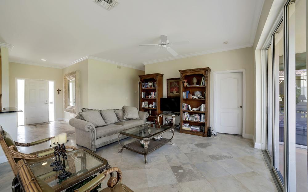 9241 Old Hickory Cir, Fort Myers - Home For Sale 1939378904