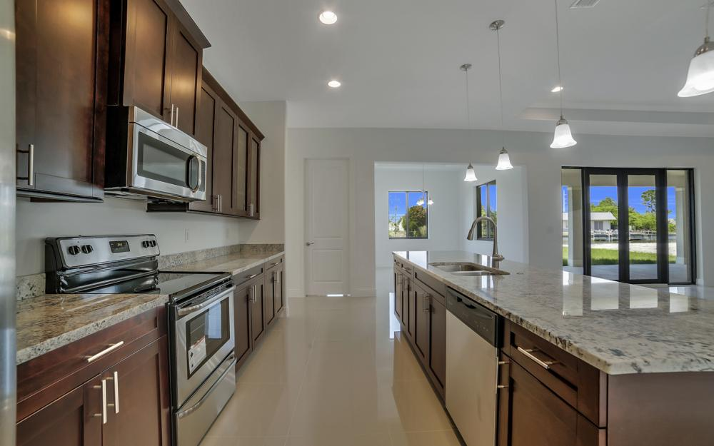 25 SW 21st St, Cape Coral - Home For Sale 224566315