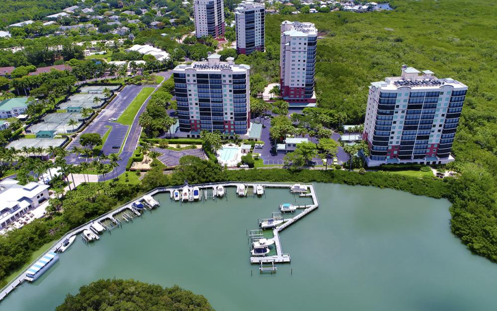 425 Cove Tower Dr, Unit #502, Naples - Condo For Sale 650031647