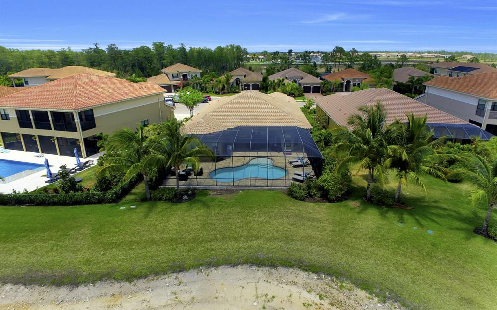 3990 Bering Ct, Naples - Home For Sale 2050662889