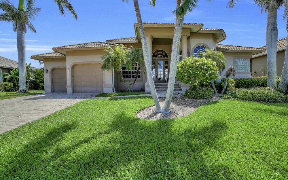 1221 Stone Ct, Marco Island - Home For Sale 712451454