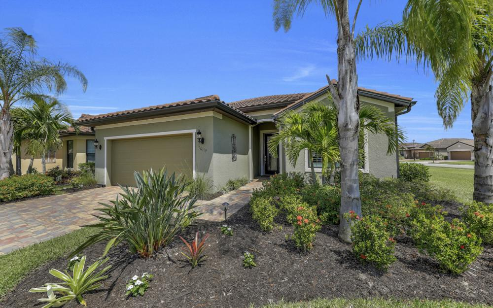 20359 Black Tree Ln, Estero - Home For Sale 568923363