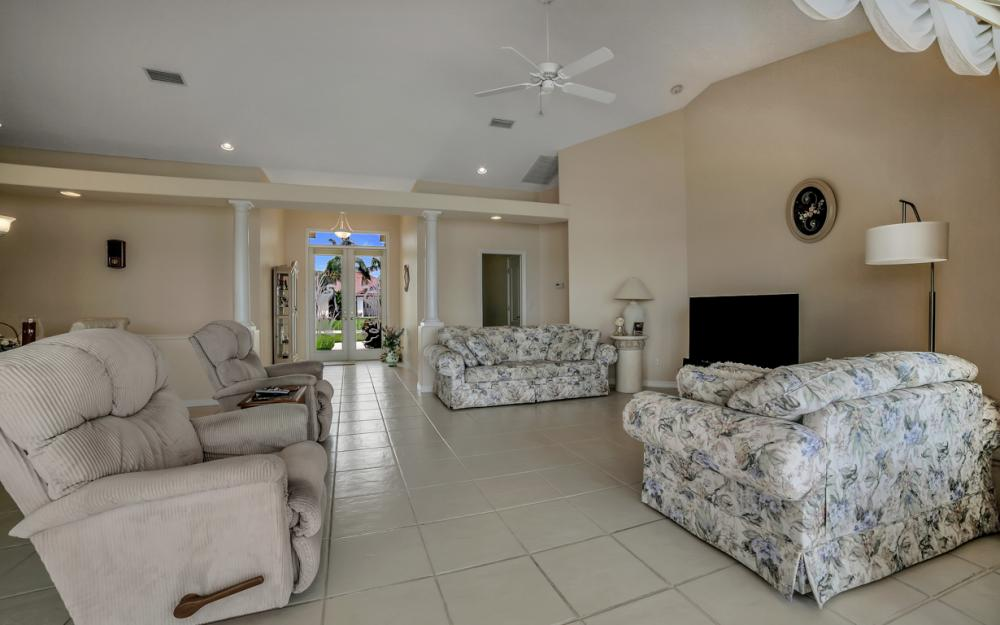 5011 SW 5th Pl, Cape Coral - Home For Sale 920799633