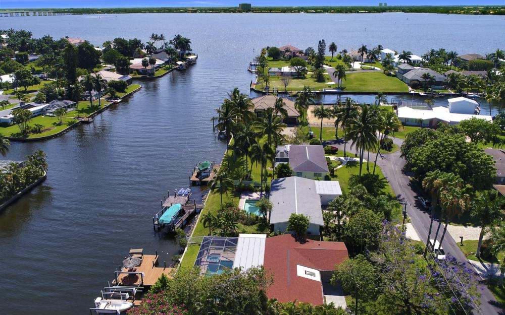 1131 Lucerne Ave, Cape Coral, FL 33904 320967765