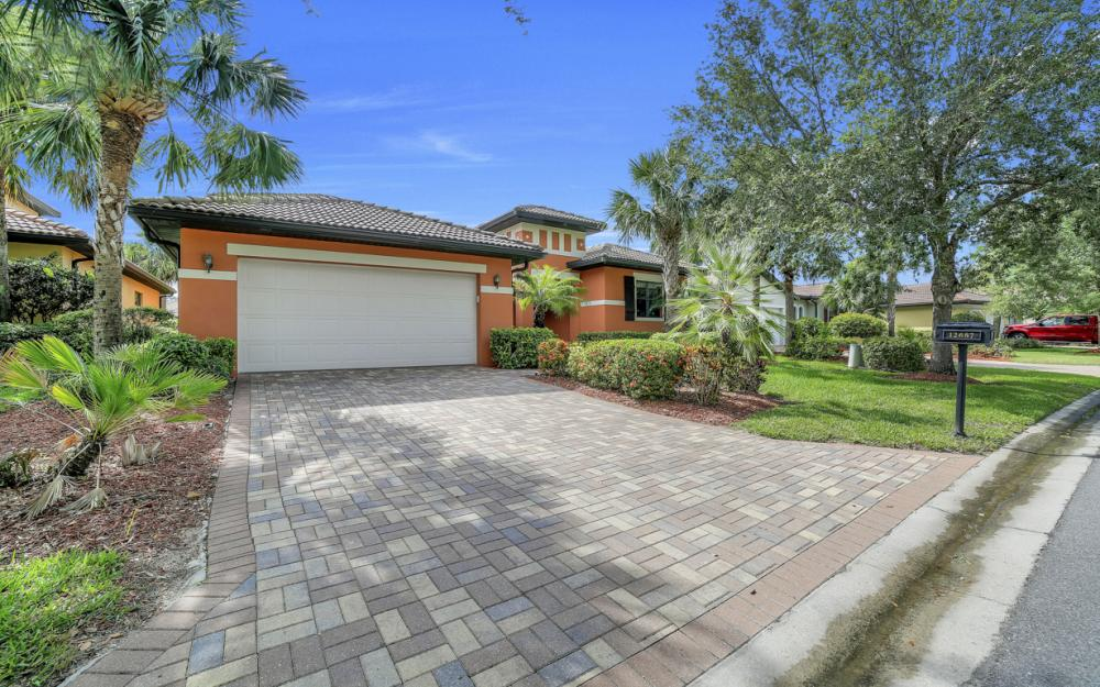 12687 Kentwood Ave, Fort Myers - Home For Sale 105211933