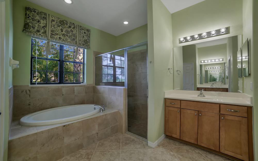 12687 Kentwood Ave, Fort Myers - Home For Sale 14779416
