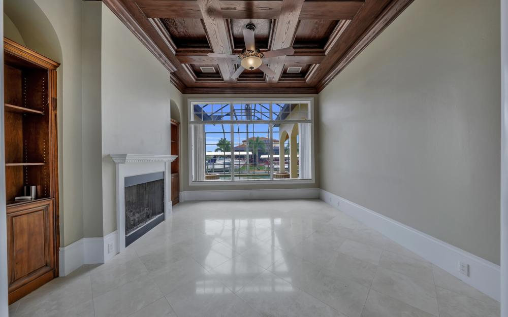 122 SW 52nd Ter, Cape Coral - Luxury Home For Sale 1029929558