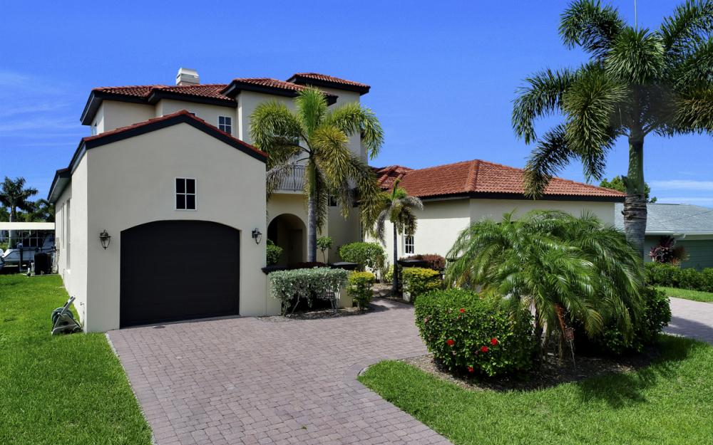 122 SW 52nd Ter, Cape Coral - Luxury Home For Sale 218013373