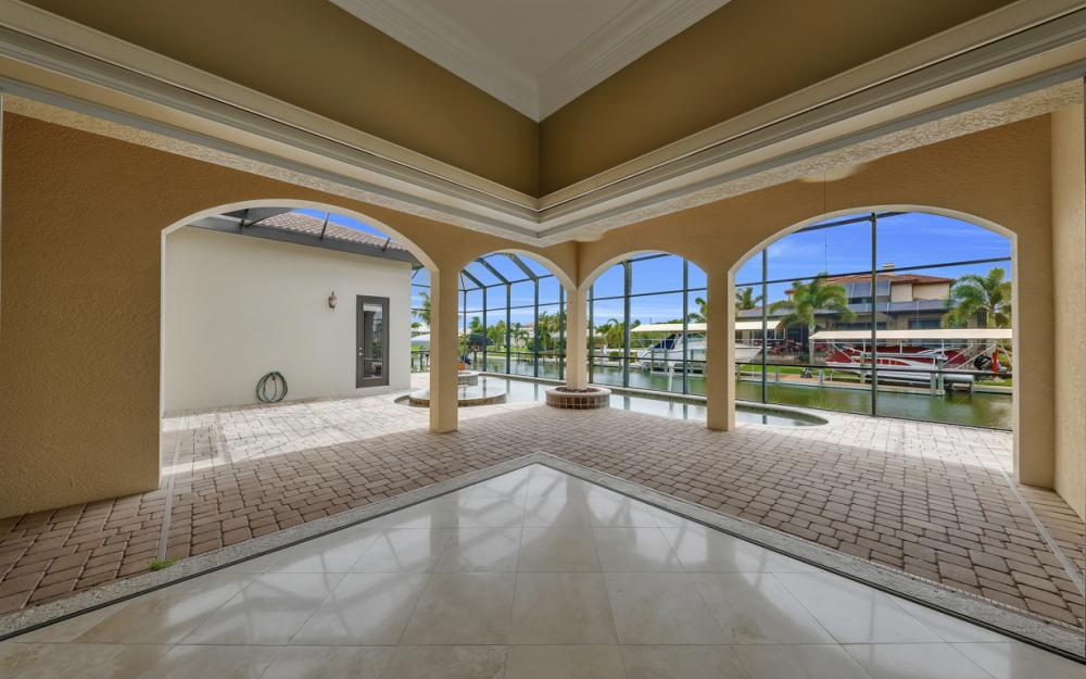 122 SW 52nd Ter, Cape Coral - Luxury Home For Sale 1722780178