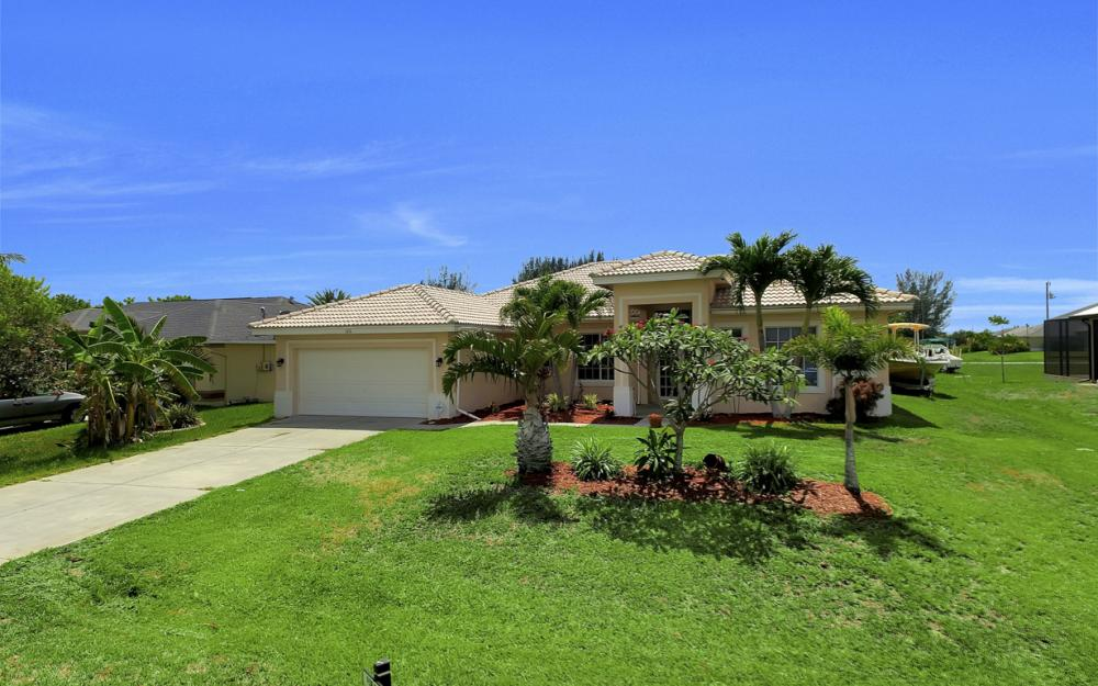 122 SW 33rd Ave, Cape Coral - House For Sale 2056374985