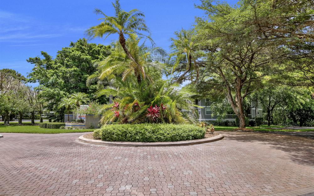662 Wiggins Bay Dr, Naples - House For Sale 611719230